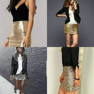 Dresses & Skirts - 💋Gold sequin mini skirt💋